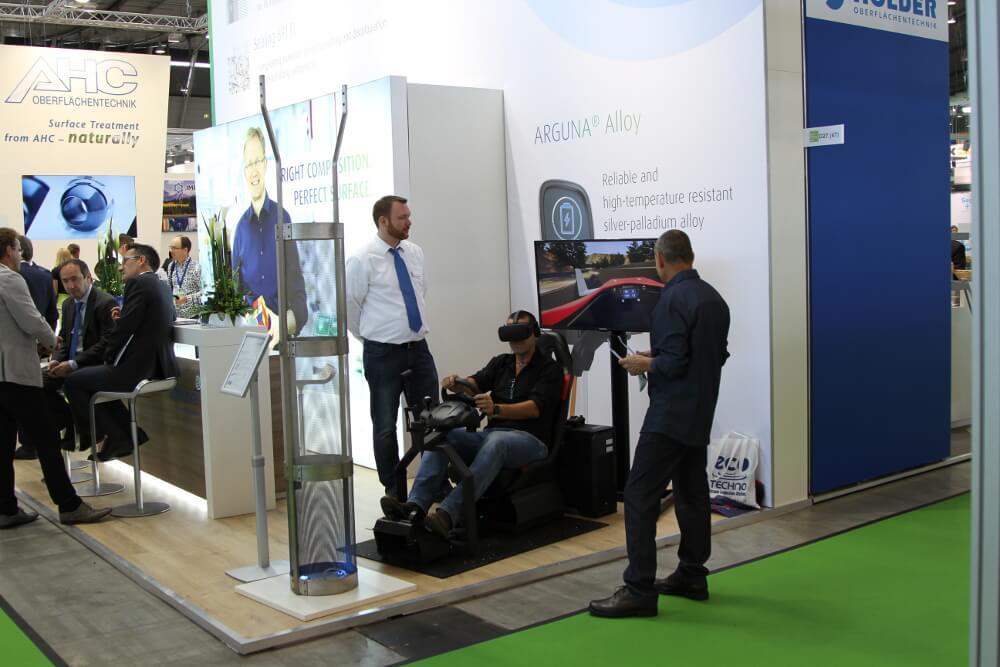Virtual Reality mieten VR Racing von Cykyria auf Messe Surface Technology Stuttgart