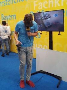 Virtual Reality Zimmerkontrolle Cykyria und IHK Nürnberg Berufsbildungsmesse Hitradio N1 Moderator Michel live im Test